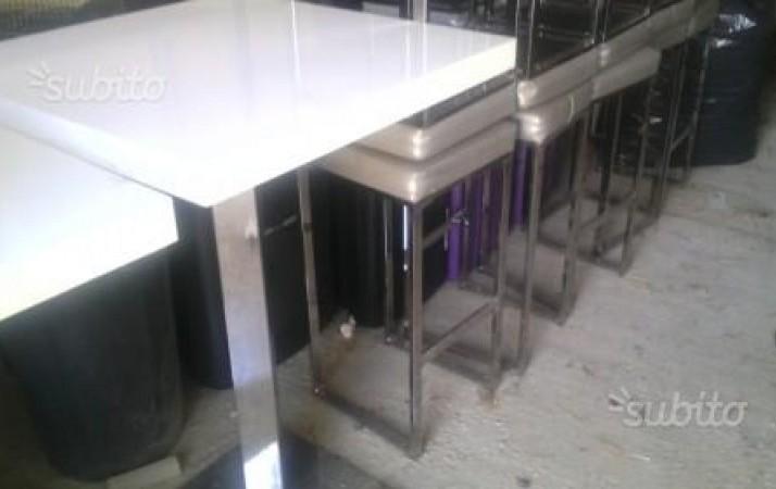 Periscopio sgabelli e tavoli per bar for Sgabelli e tavoli alti per bar