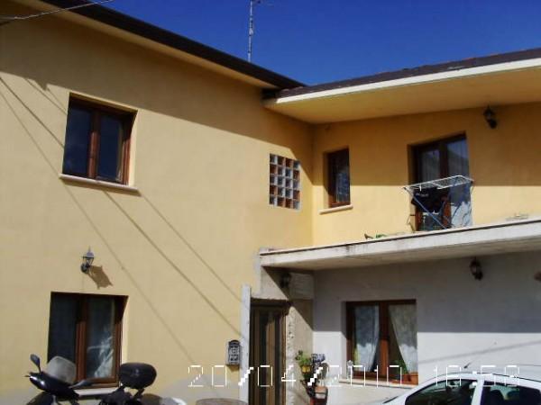 Periscopio ortona casa su due livelli e giardino for Aggiunte a casa su due livelli